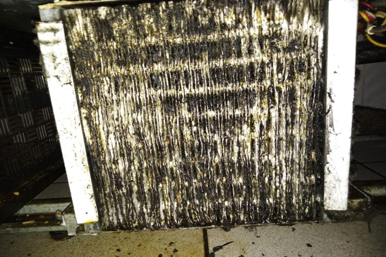 Забитый жиром и пылью конденсатор - РЕМТОРГ